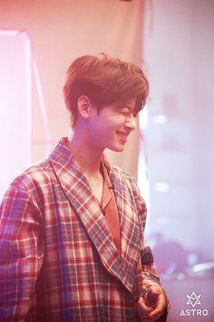 o seu sorrisinho eh tao lindo. Law Of The Jungle, Cha Eunwoo Astro, Lee Dong Min, Prince, Cha Eun Woo, Korean Wave, Kdrama Actors, Sanha, Kpop
