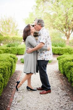 Engagement Photos at Belmont Country Club in Ashburn VA | Kelly Ewell Photography