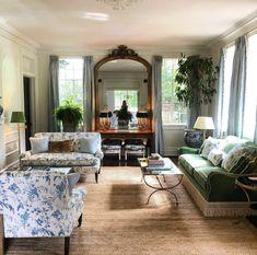 Home Decor Styles, Home Decor Accessories, Home Interior Design, Interior Decorating, Interior Doors, Cheap Dorm Decor, Slipper Chairs, Classic Home Decor, Family Room Design