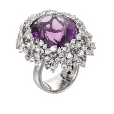 This Palmiero Contemporary Oval-Cut Amethyst & Diamond Ring has a beautiful setting.