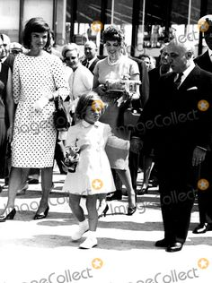 Jacqueline Kennedy Onassia and Daughter Caroline in Italy 1962