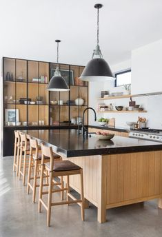 Modern Kitchen Interior Scandinavian Modern Cabin in Venice Beach — Stace King - This house is FANTASTIC from top to bottom. Amber Interiors just completed building this house from the ground up with Contractor Potter Mallis. Kitchen Ikea, Home Decor Kitchen, New Kitchen, Kitchen Themes, Kitchen Dining, Kitchen Island, Boho Kitchen, Quinta Interior, Home Interior