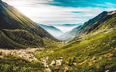 Lyže / nesmeky / sněžnice / běžky už máte zazimované? V hlasování vyhrála barevná varianta - rozhodování nikdy nebylo snazší - děkuju :) . . . . #summer #vs #winter #winner #is #hiking #treking #passion #landscape #panorama #nature #naturephotography #explore #lovenature #travel #instagood #instadaily #instagram #love #instagood #beautiful #happy #from #ostrava #ostravacity #by #janjasiok