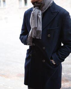 @fabian_strom goes for a plain colour scheme among the winter whites. Shop our coats in store & online #roseandborn Fuente: roseandborn