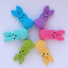 Easter Bunny Crochet Pattern, Crochet Bebe, Crochet Cross, Easy Crochet, Free Crochet, Knitting Projects, Crochet Projects, Crochet Instructions, Crochet Doilies