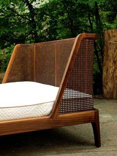 40 modern rattan bed frame design ideas Source by kernsavery Modern Wood Bed, Modern Wooden House, Modern Beds, Bed Frame Design, Bed Design, Rattan Furniture, Furniture Design, Funky Furniture, Furniture Ideas