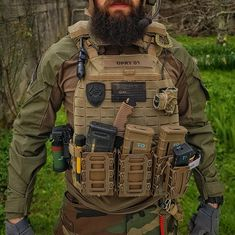 Everyone's so concentrated on the fire beginners and the knives that they forget to consider what you'll wear when the seasons change. Airsoft Tactical Vest, Airsoft Gear, Tactical Survival, Survival Gear, Tactical Wall, Special Forces Gear, Army Gears, Combat Gear, Tac Gear
