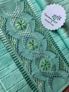 Broderie Simple, Bargello Patterns, Hardanger Embroidery, Diy And Crafts, Cross Stitch, Quilts, Blanket, Knitting, Crochet