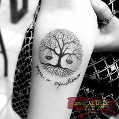 Árvore da vida, equilíbrio, pontilhismo Tattoo @paulo.buenofelipe Psychedelic Tattoo