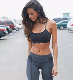"""Fitness Outfits For Women : Illustration Description """"The difference between the impossible and the possible lies in a person's determination"""" ! Mode Des Leggings, Crop Top And Leggings, Leggings Store, Printed Leggings, Cheap Leggings, Fitness Outfits, Fitness Fashion, Fitness Models, Estilo Fitness"""