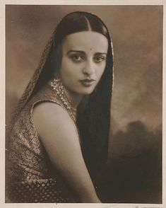 She Was India's 'Frida Kahlo' Amrita Sher Gil, Women Artist, Make Up India, Vintage India, Women In History, Ancient History, Street Photography, Vintage Photography, Looking For Women