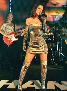 Shania Twain in Marc Bouwer Couture metallic velvet mini dress and matching custom boots Country Female Singers, Country Music Singers, Country Musicians, Country Women, Country Girls, Shania Twain Pictures, Celebrity Boots, Sara Evans, Jenifer Aniston