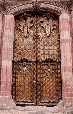 San Miguel de Allende, Mexico : each panel of these doors is made out of one piece of wood