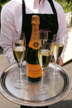How to tell what your favorite champagne says about you. Veuve Clicquot: You're Always en Vogue.