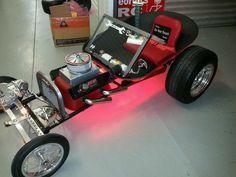 Afbeeldingsresultaat voor wheelbarrow go-kart rat rods Cool Go Karts, Kids Go Cart, Soap Box Cars, Minis, Go Kart Plans, Toy Wagon, Diy Go Kart, E Motor, T Bucket