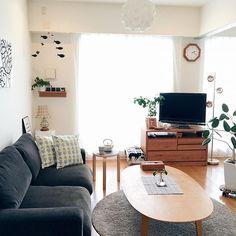 女性で、の無印良品 壁に付けられる家具/フレンステッドモビール/ファブリックパネル/マリメッコ…などについてのインテリア実例を紹介。「今年初めて自宅で過ごす週末です。狭い我が家ですがやっぱりここが1番落ちつきます♡」(この写真は 2017-01-14 10:43:53 に共有されました)