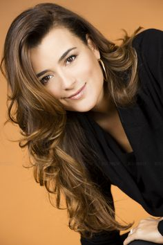 Even though I'm not a big NCIS fan, I absolutely love Cote De Pablo. She is so beautiful! She just gives off this exotic vibe.
