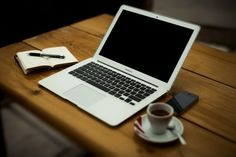 Gratis obraz na Pixabay - Macbook Air, Laptop, Komputer Windows Xp, Make Money Online, How To Make Money, Earn Money At Home, Ohio, Der Computer, Computer Laptop, Computer Coding, Mac Laptop