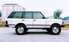 Range Rover (1970–1996) v8, permanent four-wheel drive, four-wheel disc brakes, power steering, air conditioning and carpeted floors in a robust, stylish upmarket rival to the popular and utilitarian Toyota Land Cruiser