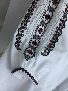 Tambour Embroidery, Embroidery Fashion, Embroidery Stitches, Embroidery Patterns, Palestinian Embroidery, Designer Party Dresses, Look Fashion, Womens Fashion, Kurti Collection