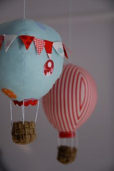 Hot Air Balloon Mobile by Craft_Schmaft, via Flickr
