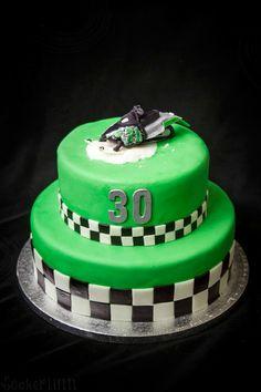 Skotertårta skoter snöskoter snowmobile cake tårta green birthdaycake födelsedagstårta ⭐sockerlinn.se⭐