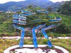 The Sports World Water Park in Izu is a well-hidden gem in the crown of Japan's abandoned theme parks. Pinned it before, but it's awesome.