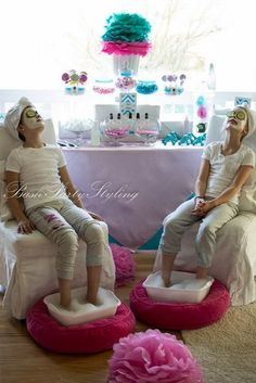 What fun for little girls! A spa birthday party, complete with facials, manicures, pedicures, and lots of pink and blue candy