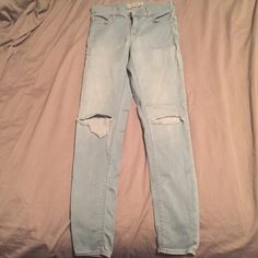 TOPSHOP Light Wash Distressed Knee Skinnys Light wash distressed knee skinnys in a stretchy material. Distressed knees are not too distressed but are a classy take on distressed denim. Jeans are a bit high waisted Topshop Jeans