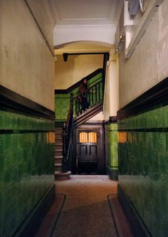 Victorian or Edwardian tiles in a Glasgow tenement entrance with terrazzo floor . Victorian Porch, Victorian Terrace House, Victorian Tiles, Art Nouveau Interior, Decor Interior Design, House Near Waterfall, Porch Tile, Stairway Decorating, Tiled Hallway