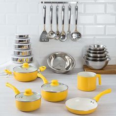 Lemon Kitchen Decor, Kitchen Dishes, Kitchen Gadgets, Kitchen Interior, Interior Design Living Room, Kitchen Supplies, Cozy House, Colorful Decor, Kitchen Accessories