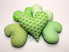 Herzen Stoffherzen grün hellgrün  von Eisbaerchenmama auf DaWanda.com