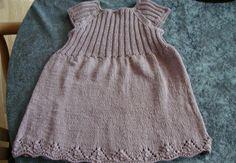 Håndarbejde - Hendes Verden Knitting For Kids, Knitting Projects, Baby Knitting, Crochet Baby, Baby Barn, Knit Baby Dress, Kids And Parenting, Chrochet, Infant