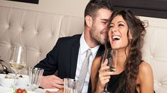 You and your significant other are going through a dating dry spell. Or you're currently dating and all of your dates have been pretty crummy. Here are a few tips to make dating more fun. Flirting Tips For Girls, Flirting Quotes For Him, Flirting Memes, Wie Man Flirtet, Reality Shows, Flirt Tips, Tips Belleza, Dating Advice, Online Dating