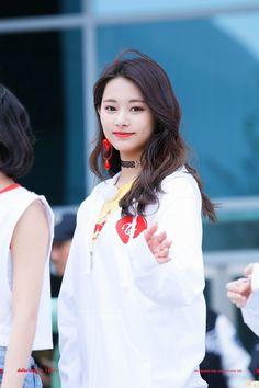 Twice - Tzuyu Kpop Girl Groups, Korean Girl Groups, Kpop Girls, Nayeon, Twice Tzuyu, Sana Momo, Chou Tzu Yu, Jihyo Twice, Dahyun