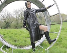 Rukka et Hunter. Rubber Raincoats, Bronze, Rain Wear, Black Leather Boots, Black Rubber, Rainy Days, Golf Bags, Sunnies, Female