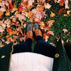 Cable knit sweater and bean boot weather. Fall Winter Outfits, Autumn Winter Fashion, Winter Style, Looks Style, My Style, Autumn Aesthetic, Happy Fall Y'all, Bean Boots, Autumn Day