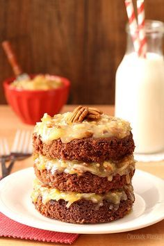 Show someone how much you care by baking up this Mini German Chocolate Cake from scratch, which makes just enough dessert for two (or you can pretend it's a single serving cake) (Baking Desserts From Scratch) Small Desserts, Mini Desserts, Just Desserts, Delicious Desserts, Dessert Recipes, Cupcake Recipes, Mug Recipes, Sweet Recipes, Recipies