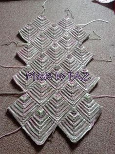 I am in the mood on writing the pattern today. So today I will be posting the pattern for Mitered Square Bag . This bag still in progre. Knitting Stitches, Knitting Patterns Free, Free Knitting, Baby Knitting, Lace Patterns, Stitch Patterns, Crochet Patterns, Mitered Square, Yarn Crafts