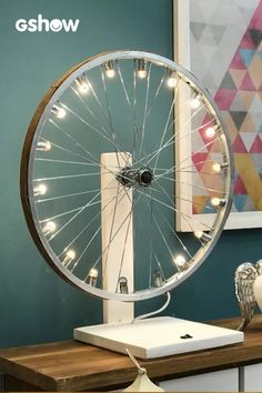 - Presente de Dia dos Pais: Luminária de aro de roda de bicicleta On Father& Day, a lamp made of a bicycle wheel rim is a good gift to get inspired - Home Crafts, Diy Home Decor, Luminaria Diy, Physics Projects, Bicycle Decor, Ceiling Light Design, Cool Tents, Industrial Living, Bike Art