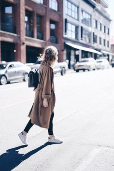 10 Dreamy Minimalist Street Style Outfit Ideas To Try 057 Normcore Fashion, Fashion Mode, Style Fashion, Korea Fashion, India Fashion, Japan Fashion, Minimalist Street Style, Minimalist Fashion, Cute Lazy Outfits