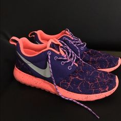 EUC Nike roshe runs EUC Nike Roshe runs size 7 youth & I bought these hoping I could fit in them because this color is not made in women's but sadly they're too small and only worn a couple times to see if they'd fit....since it is a youth size 7 this equals up to a women's size 8.5 let me know if you have questions! Nike Shoes Sneakers