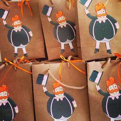 Sacolinhas em papel Kraft com aplique do bigodudo mais fofo e querido das crianças. Informações e orçamento 2nd Birthday, Happy Birthday, Malu, Baby Party, Baby Hacks, Cake Smash, Birthday Decorations, Party Favors, Gift Wrapping
