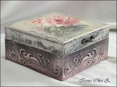 1 million+ Stunning Free Images to Use Anywhere Decoupage Vintage, Decoupage Paper, Vintage Box, Shabby Vintage, Wallpaper Nature Flowers, Painted Wooden Boxes, Victorian Wallpaper, Creative Box, Antique Paint