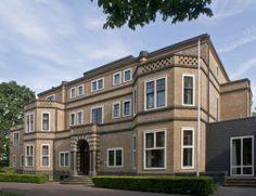 """M.H. Tromplaan 55 (v.h. Rembrandtlaan) Villa """"Memphis""""  gebouwd in 1923 naar een ontwerp van K.P.C. de Bazel in opdracht van S. Menko"""