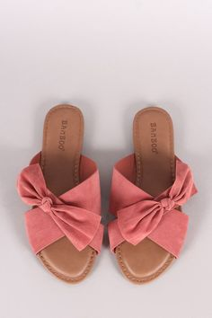 Sandals Summer Bamboo Crisscross Bow Slide Sandal - There is nothing more comfortable and cool to wear on your feet during the heat season than some flat sandals. Bow Sandals, Cute Sandals, Sport Sandals, Slide Sandals, Flat Sandals, Flats, Women's Shoes, Cute Shoes, Me Too Shoes