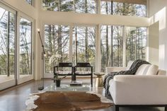 Contemporary Forest Retreat Faces Both Sunrise and Sunset - http://freshome.com/contemporary-forest-retreat/