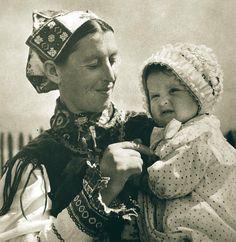 čepiec, Horehronie, Slovakia Folk Costume, Costumes, European Countries, Czech Republic, Budapest, Old Photos, Folk Art, Culture, Couple Photos