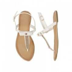 Fri frakt på ordre fra kr. 999,- Leveringstid: 1-4 virkedager Pia Rossini Saffron shoe, glamorøse flate sandaler med justerbar helrem og strass detaljer. Flotte både til hverdags og fest.