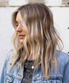 20 Best Balayage Haircuts 2019 – New Balayage Hair Color. Balayage hair makes it easy to get that trendy look! Mix ashy blonde tones with your dark brown base for a style that will surely occupy the space. Balayage Hair Blonde Medium, Brown Blonde Hair, Hair Color Balayage, Blonde Highlights, Ashy Blonde, Ashy Hair, Golden Highlights, Color Highlights, Haircolor